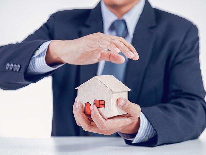 Home-Insurance-men