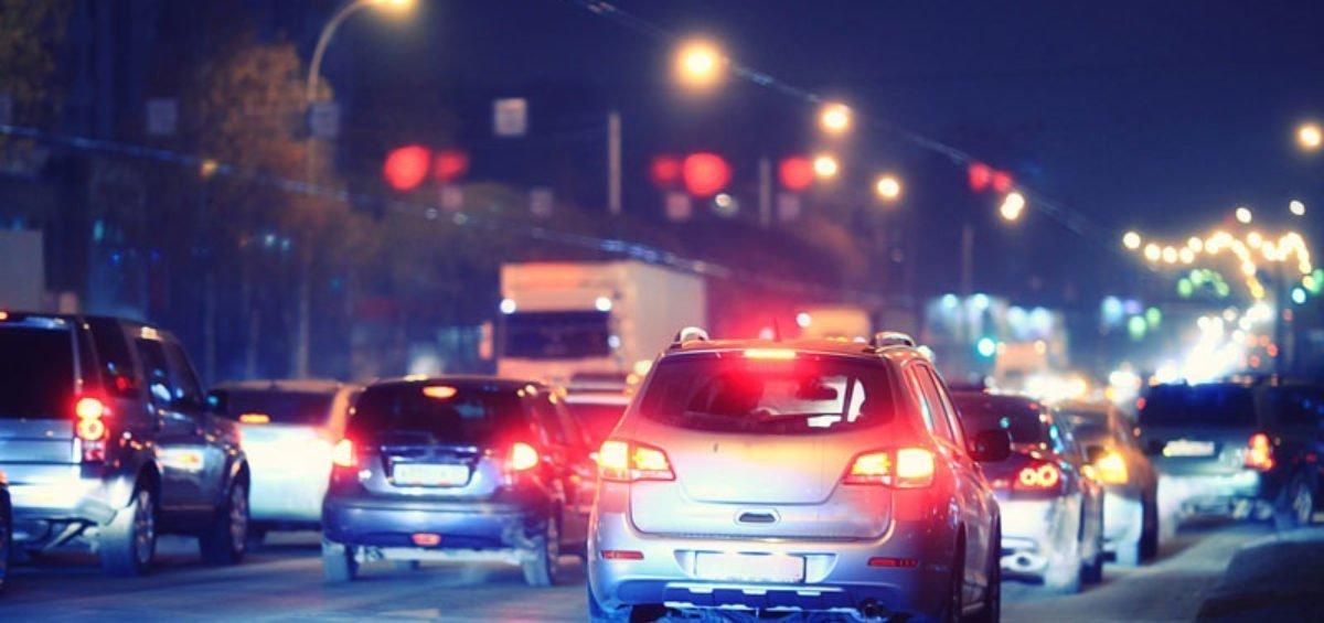 cars in traffic in the dark