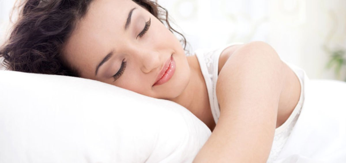 woman-sleeping-on-bed